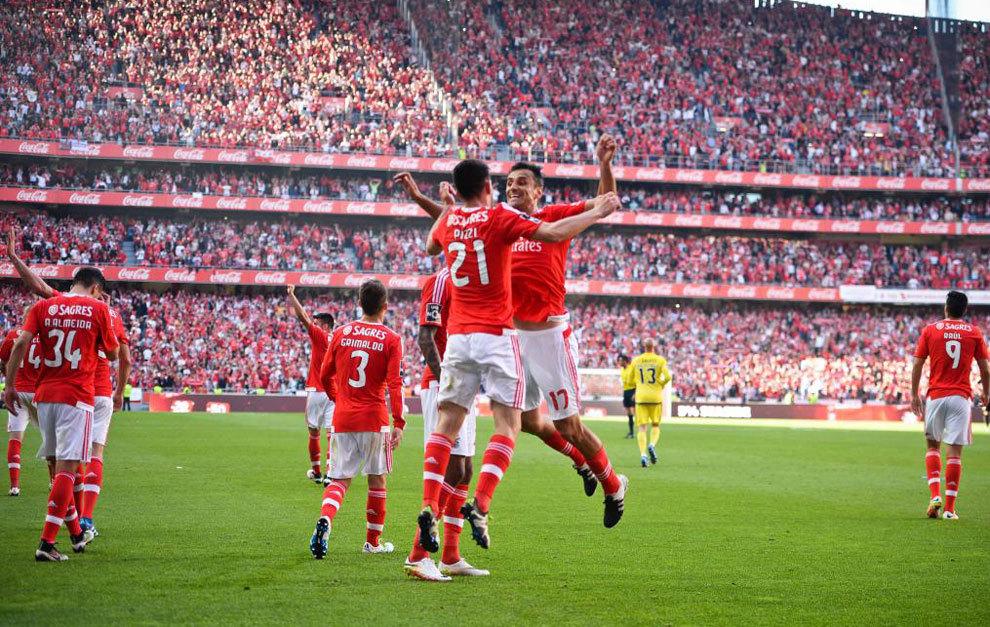 Jonas y Pizzi celebran un gol.