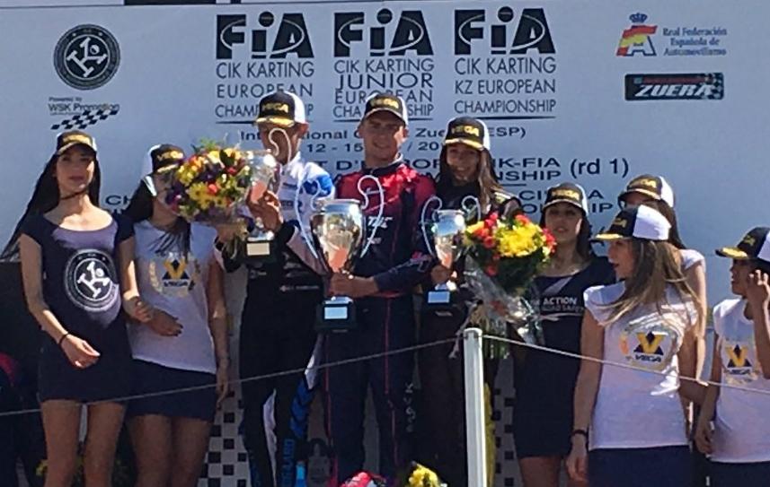 Marta García, en el podio junto a Karol Basz y Christian Lundgaard en...