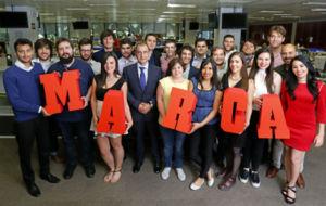 Los alumnos del M�ster MARCA junto al director, Juan Ignacio Gallardo