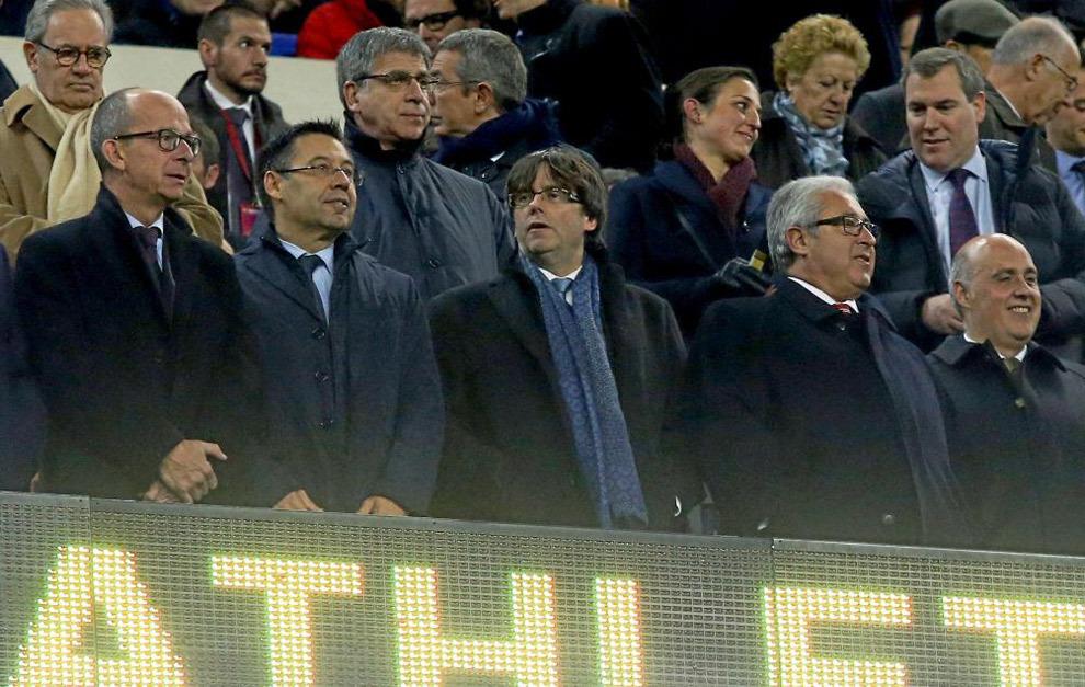 Puigdemont en el palco del Camp Nou junto a Bartomeu