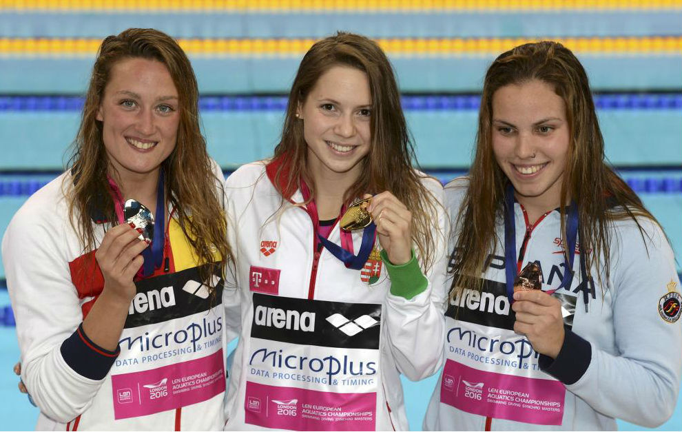 Mireia Belmonte, Boglarka Kapas y María Vilas, con sus respectivas...