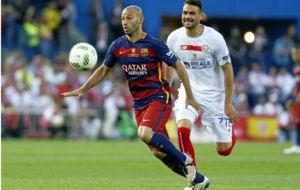 Mascherano en una jugada durante la final dela Copa del Rey ante el...