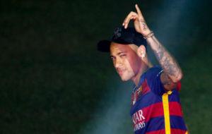Neymar durante la celebraci�n del doblete.