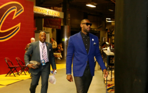 LeBron James llegando al Quicken Loans Arena de Cleveland