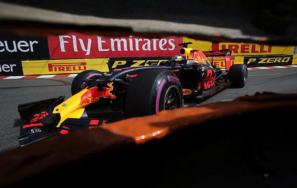 Daniel Ricciardo, con el Red Bull en Mónaco