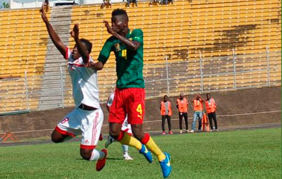Djetei, en un partido con la selección de Camerún