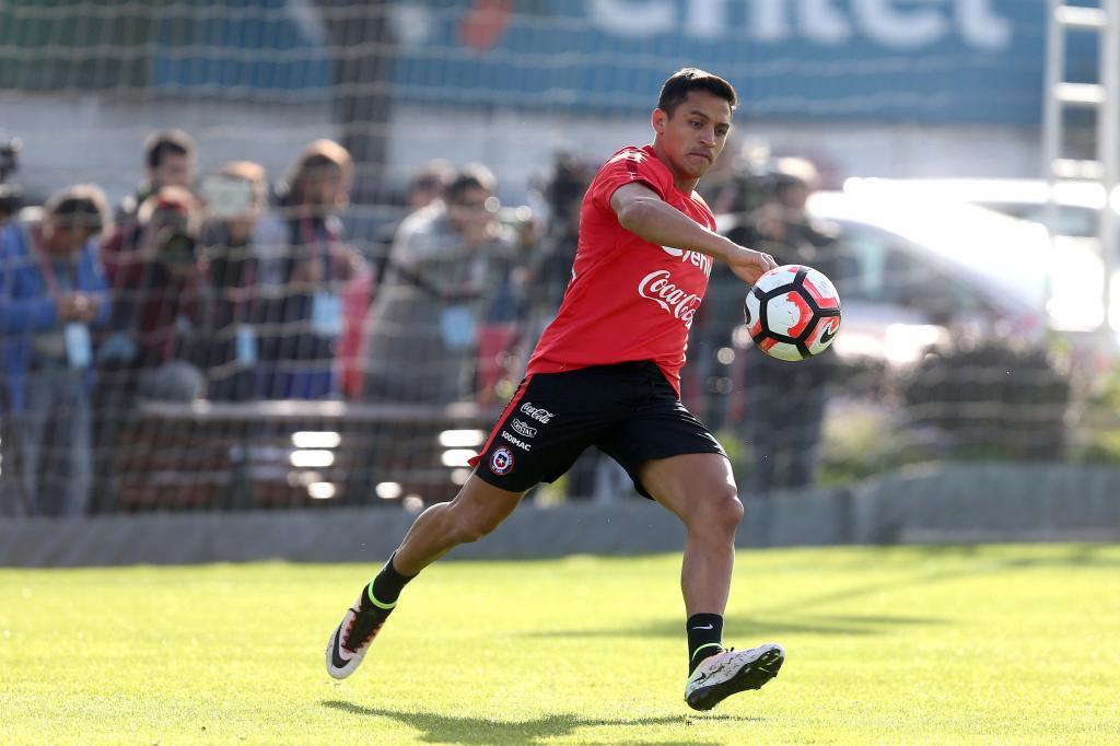 Alexis Sánchez entrenando con la selección chilena en vísperas de...