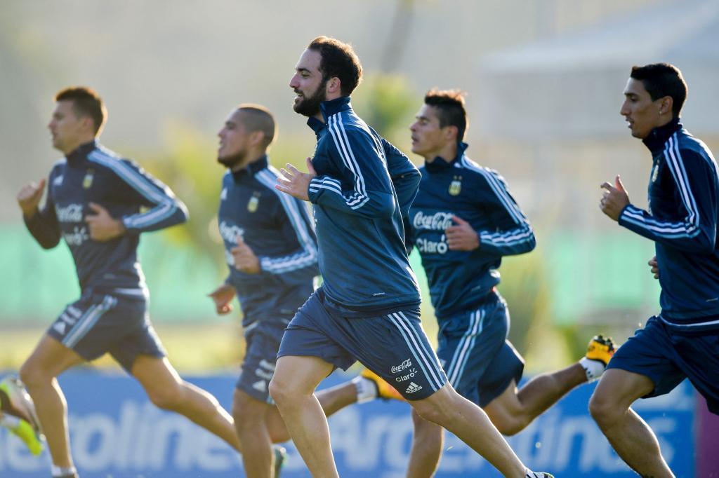 Varios jugadores de Argentina en los preparativos para el torneo...