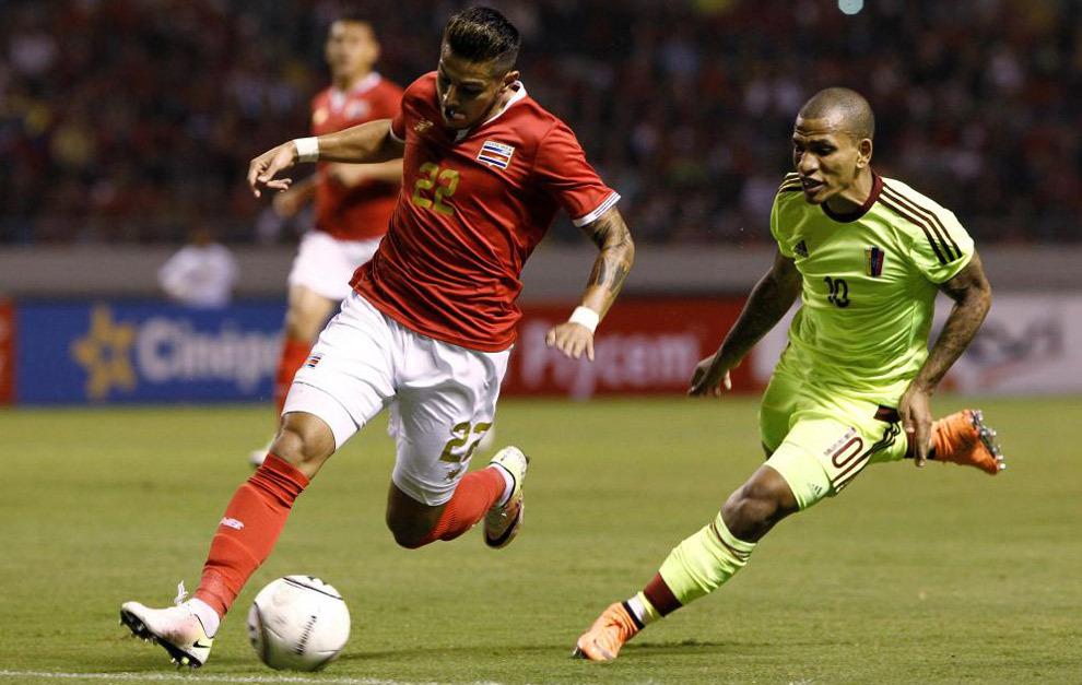 Lance del partido entre Ronald Matarrita y Rómulo Otero en el...