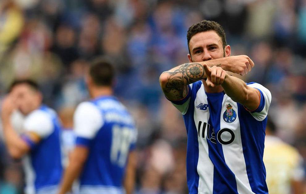 Miguel Layún celebrando un gol.