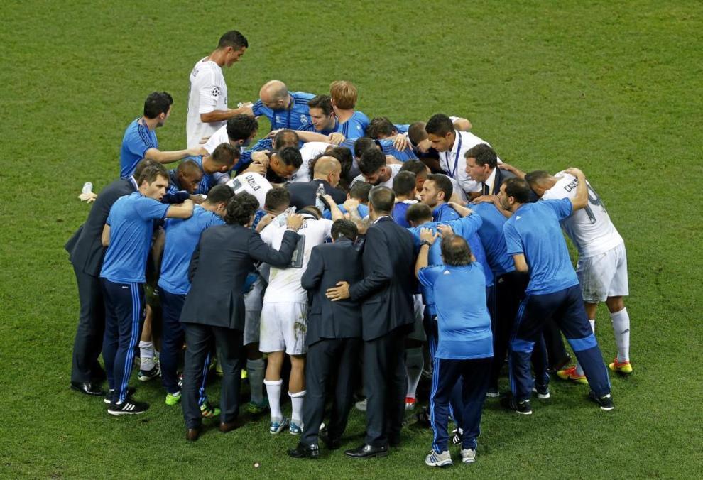 Charla de Zidane en el descanso de la prórroga.