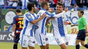 Gabriel celebra con sus compañeros el primer gol al Llagostera