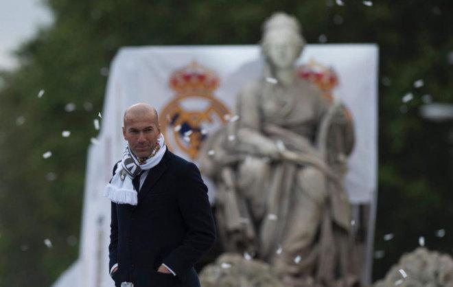 Zidane, frente a la Cibeles en la celebración del Real Madrid.