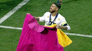 Ramos torea de salón durante la celebración blanca