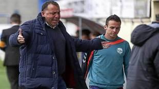 Oriol Alsina se lamenta durante un partido de esta temporada
