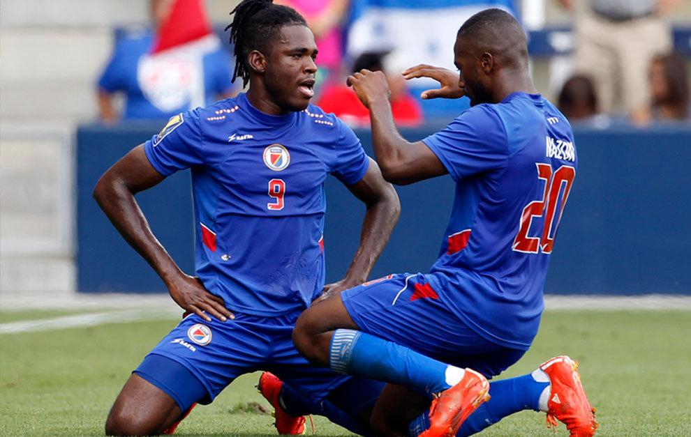 Belfort y Nazon celebrando un gol.