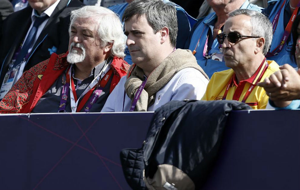Rodrigo de Mesa, izquierda, junto a Miguel Cardenal (centro) y...