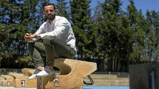 Alberto Guitián posa para Marca sentado en un trampolín de la Ciudad...