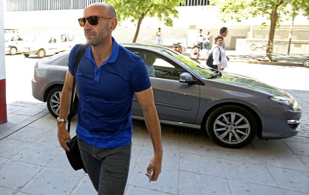 Monchi, director deportivo del Sevilla, llega al estadio para una...