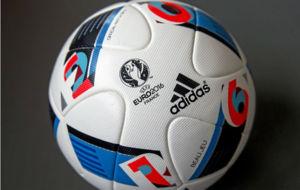 El bal�n de Adidas para la Eurocopa de Francia 2016.