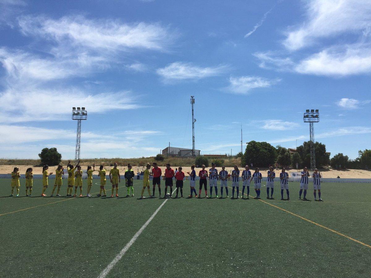 Lance del partido entre Sporting de Huelva y Santa Teresa.