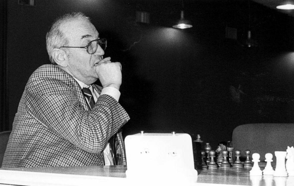 """Korchnoi durante el VII torneo internacional de ajedrez """"Ciudad de..."""