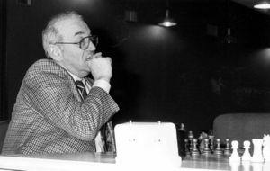 """Korchnoi durante el VII torneo internacional de ajedrez """"Ciudad..."""