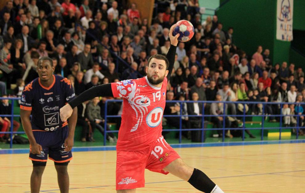 Mathias Ortega durante un partido con el Angers galo