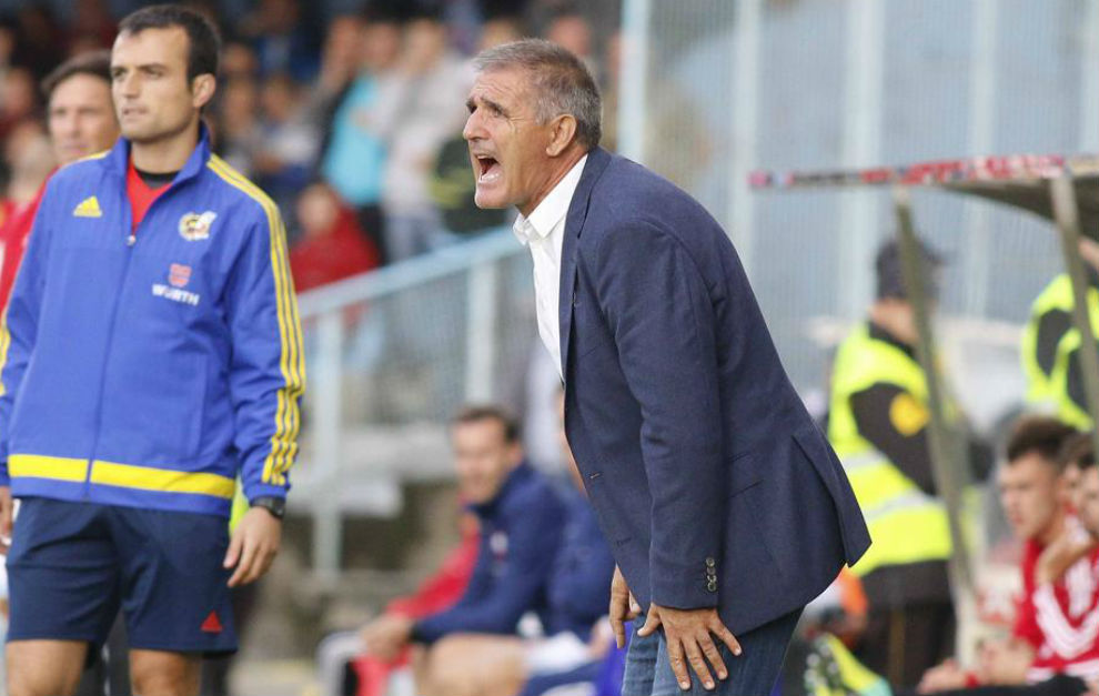 Paco Herrera, dirigiendo a Las Palmas.