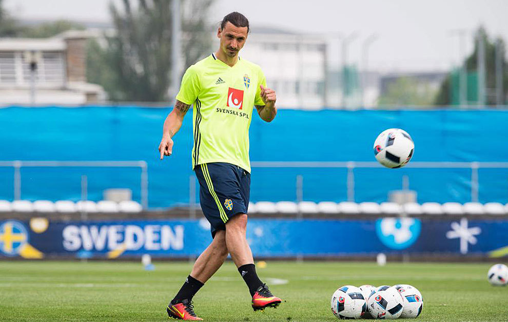 Ibrahimovic en el entrenamiento de este jueves de la selección sueca.