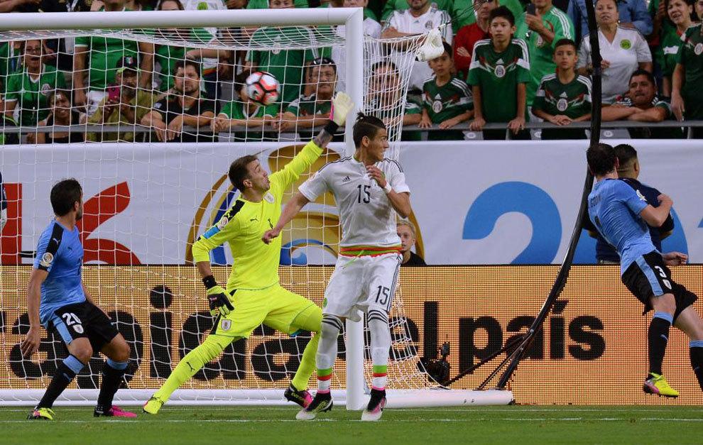 El gol de Rafa Márquez a Uruguay.