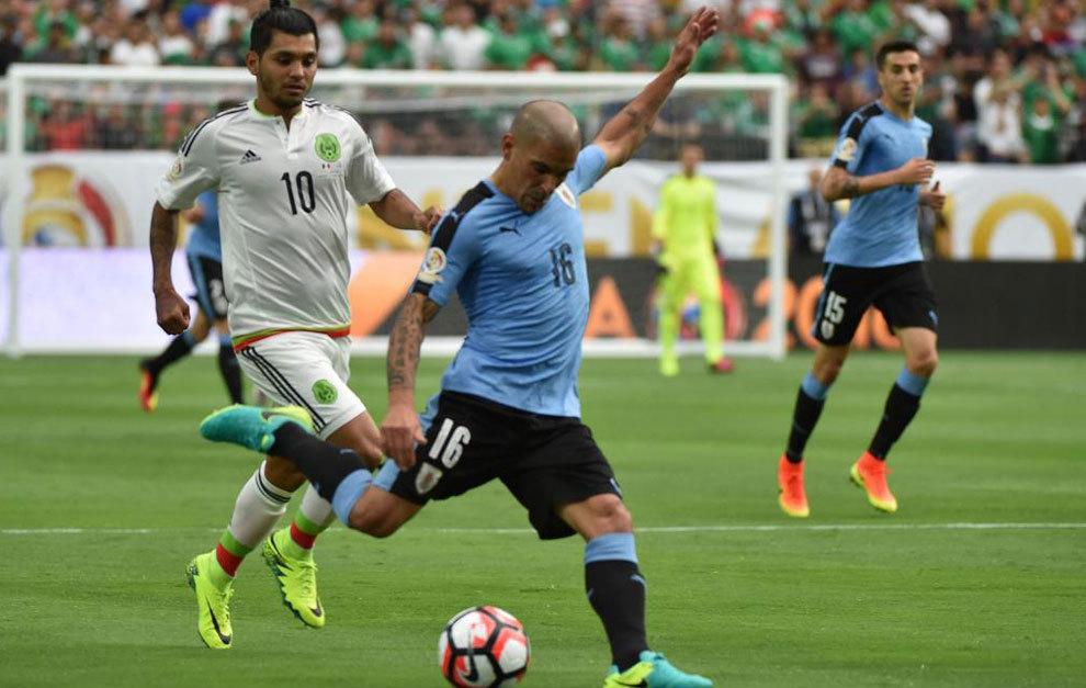 Maxi Pereira, ante México.