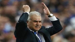 Iordanescu, durante el partido