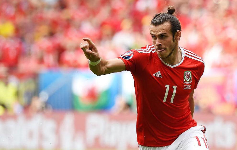 Bale celebra su gol a Eslovaquia.