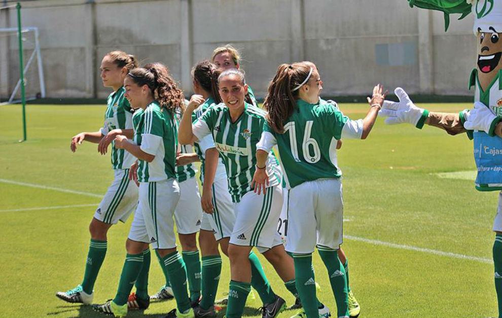 Las jugadoras del Betis celebran un gol en los play-off de ascenso.