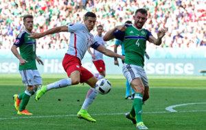 Irlanda del Norte controló a Lewandowski. La gran figura de Polonia...