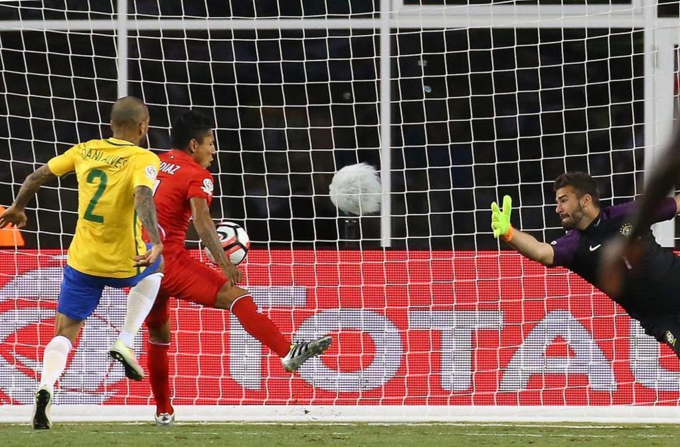 La mano de Ruidíaz que eliminó a Brasil. La mayor polémica llegó...