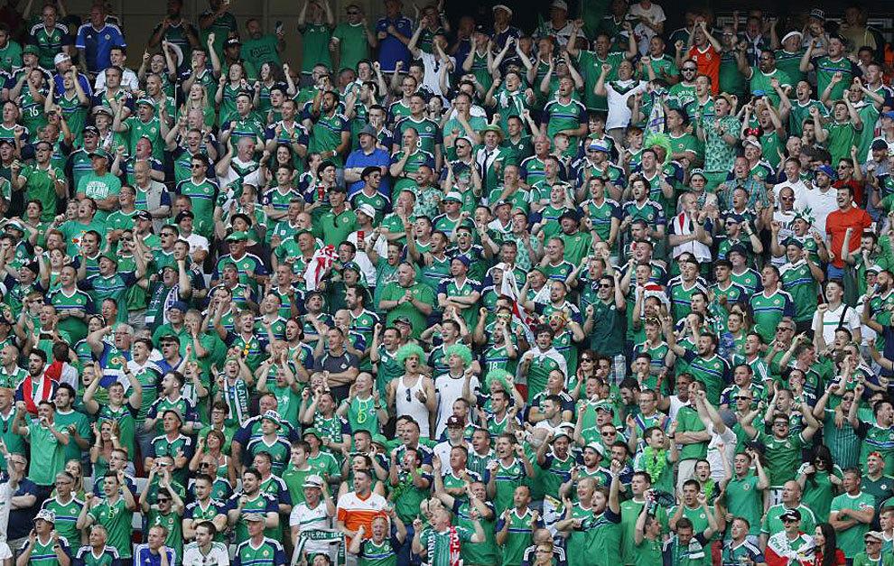 Los aficionados norirlandeses, durante el Polonia-Irlanda del Norte.