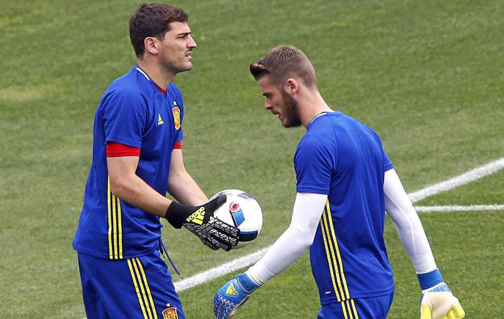 Casillas y De Gea, durante un entrenamiento en la Ilé de Ré