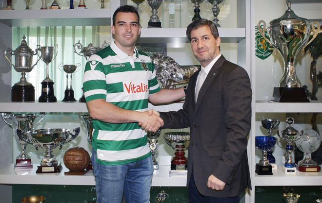 Carlos Ruesga y el presidente del Sporting Clube de Portugal, Bruno de...