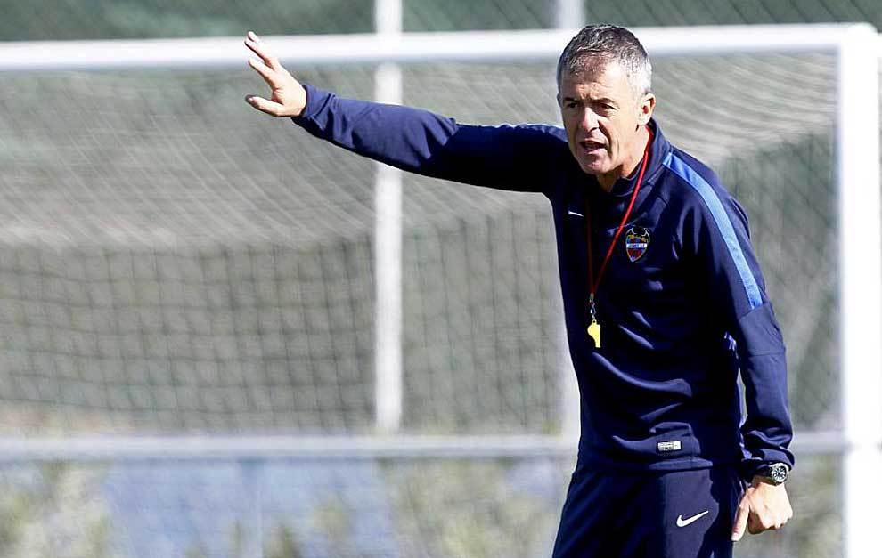 Lucas Alcaraz, durante un entrenamiento del Levante esta temporada