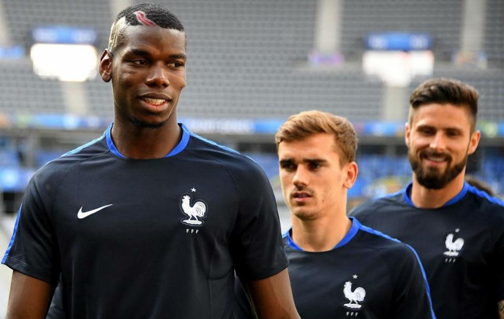 Pogba, Griezmann y Giroud en un entrenamiento con Francia.
