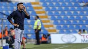 Manolo Herrero, dirigiendo al Hércules esta temporada