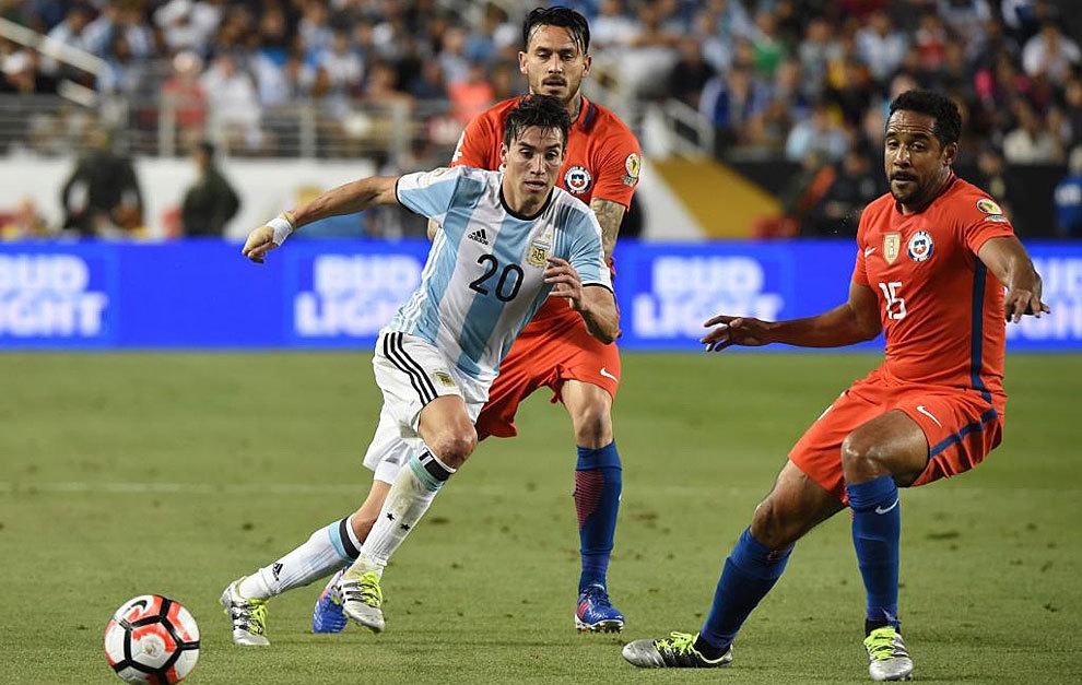 Gaitán con la selección argentina en un partido frente a Chile en la...