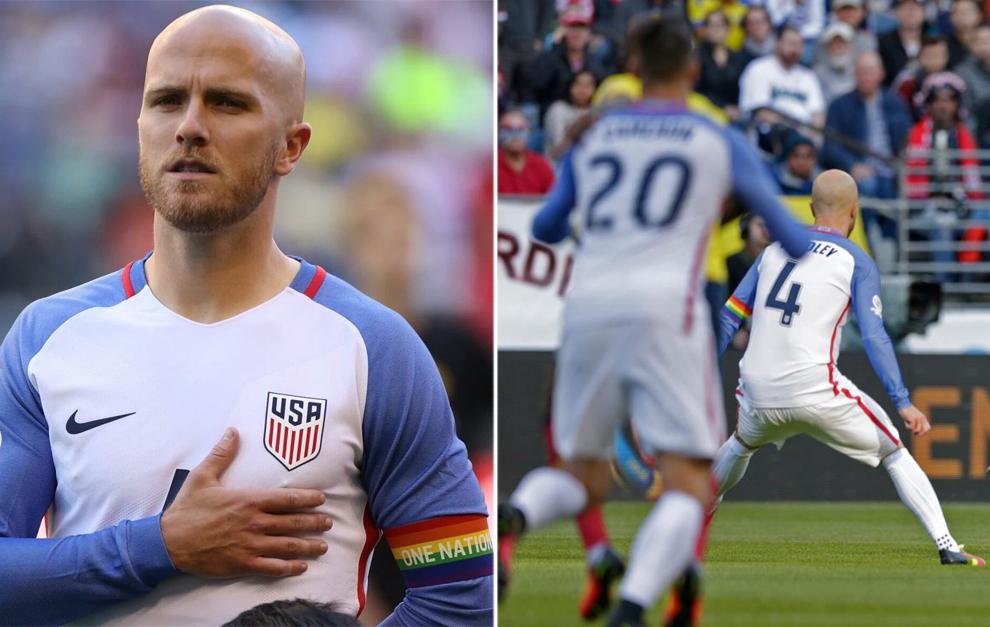 Bradley, con el brazalete arcoiris en homenaje a las víctimas del...