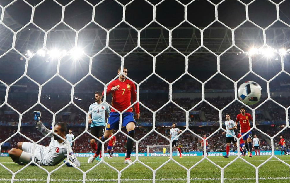 Morata empuja a la red el 3-0.