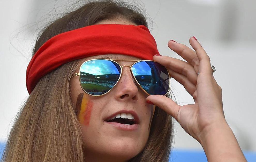 Belleza y buen ambiente en las gradas del Bélgica-Irlanda