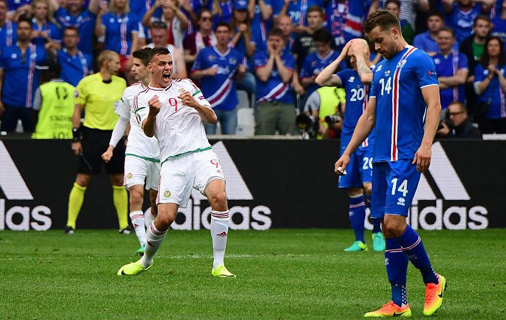 Szalai celebra el empate al final del encuentro ante los desolados...