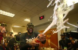LeBron James en la fiesta de campeones de los Cavaliers