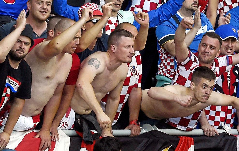 Radicales croatas durante un encuentro.